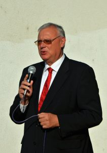 dr_aradszki_andras